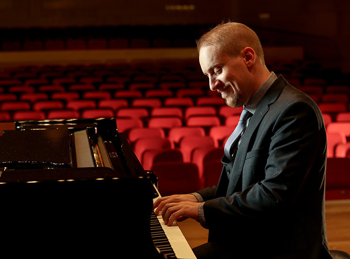 Review: Simon Tedeschi plays Brahms Piano Concerto no.1